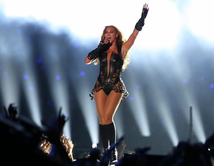 Beyoncé_at_Super_Bowl_XLVII_halftime_show_(1)