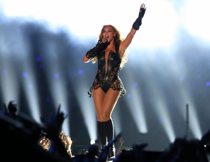 Beyoncé_at_Super_Bowl_XLVII_halftime_show_(1)